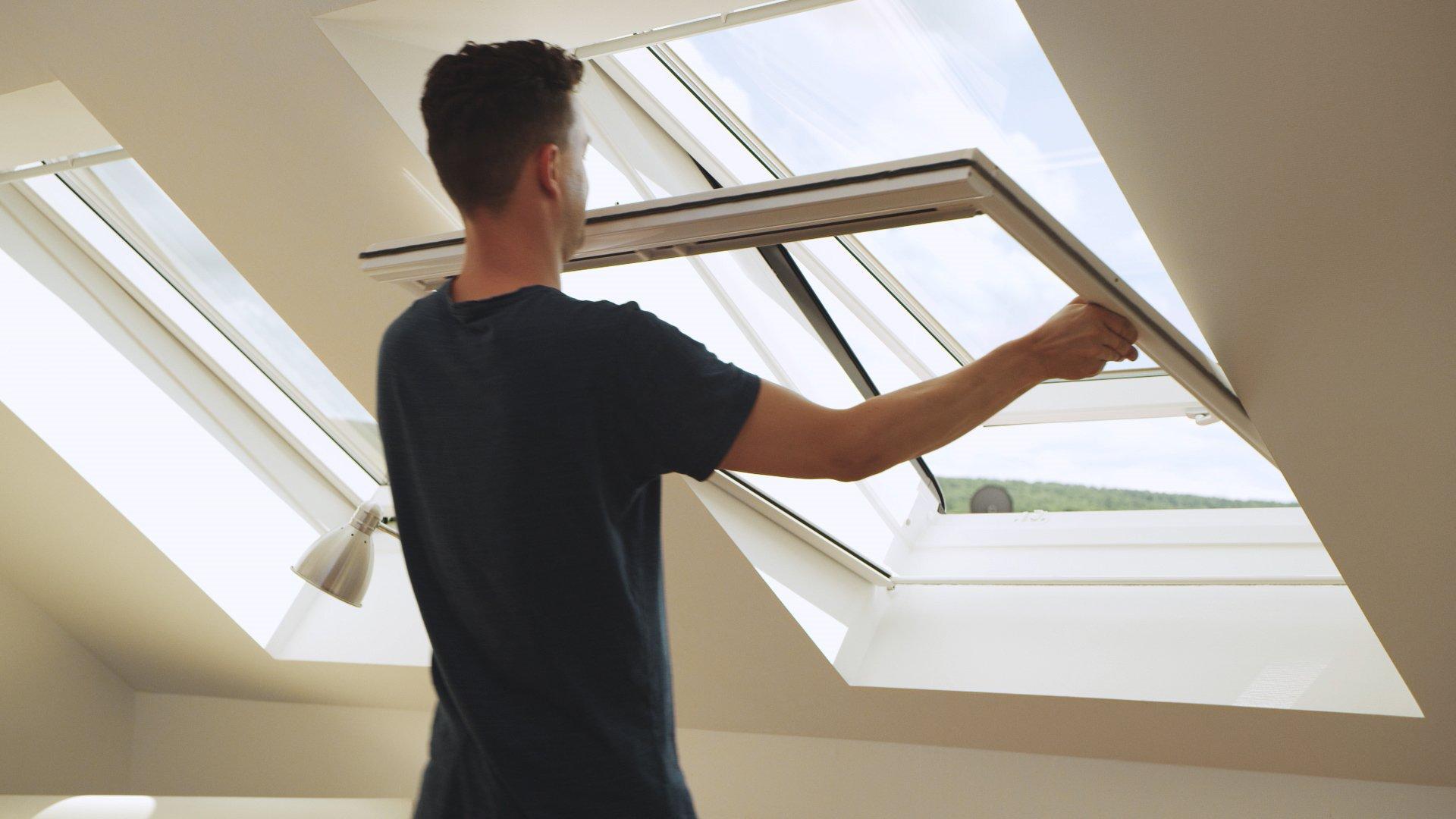 rollo f r dachfenster neher de die nr 1 im insektenschutz. Black Bedroom Furniture Sets. Home Design Ideas