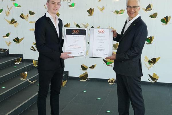 Neher erhält Plus Xaward 2018 Urkundenübergabe