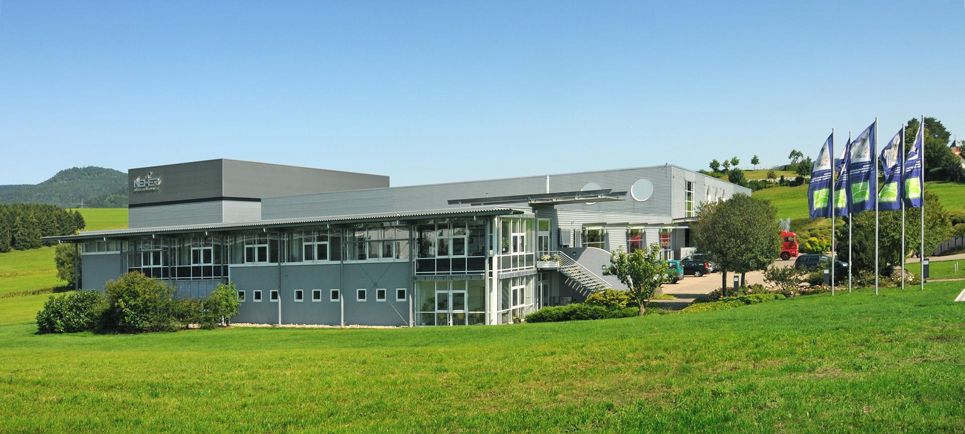Das Neher Gebäude im Grünen